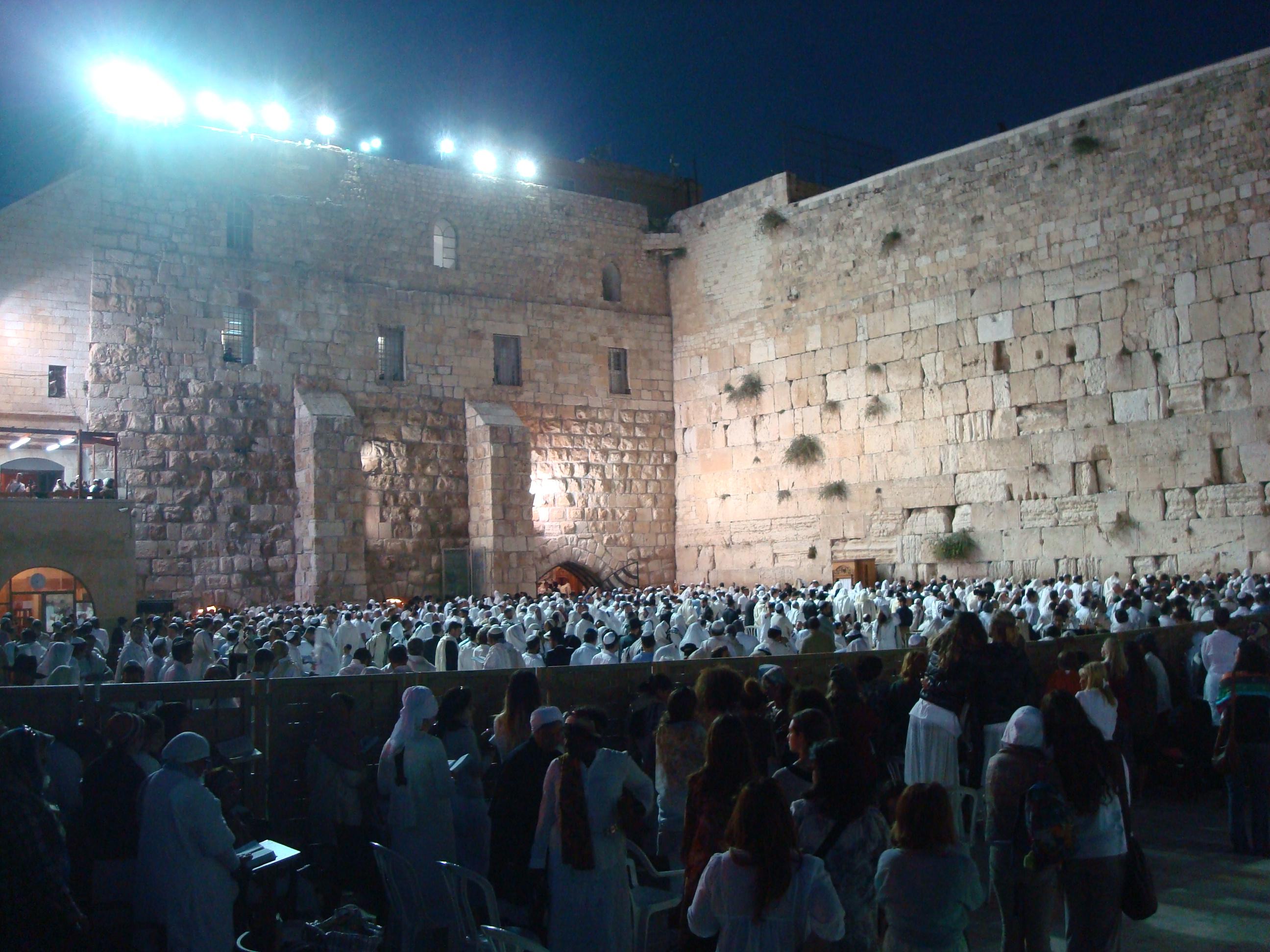 Mange jøder ved grædemuren på Yom Kippur