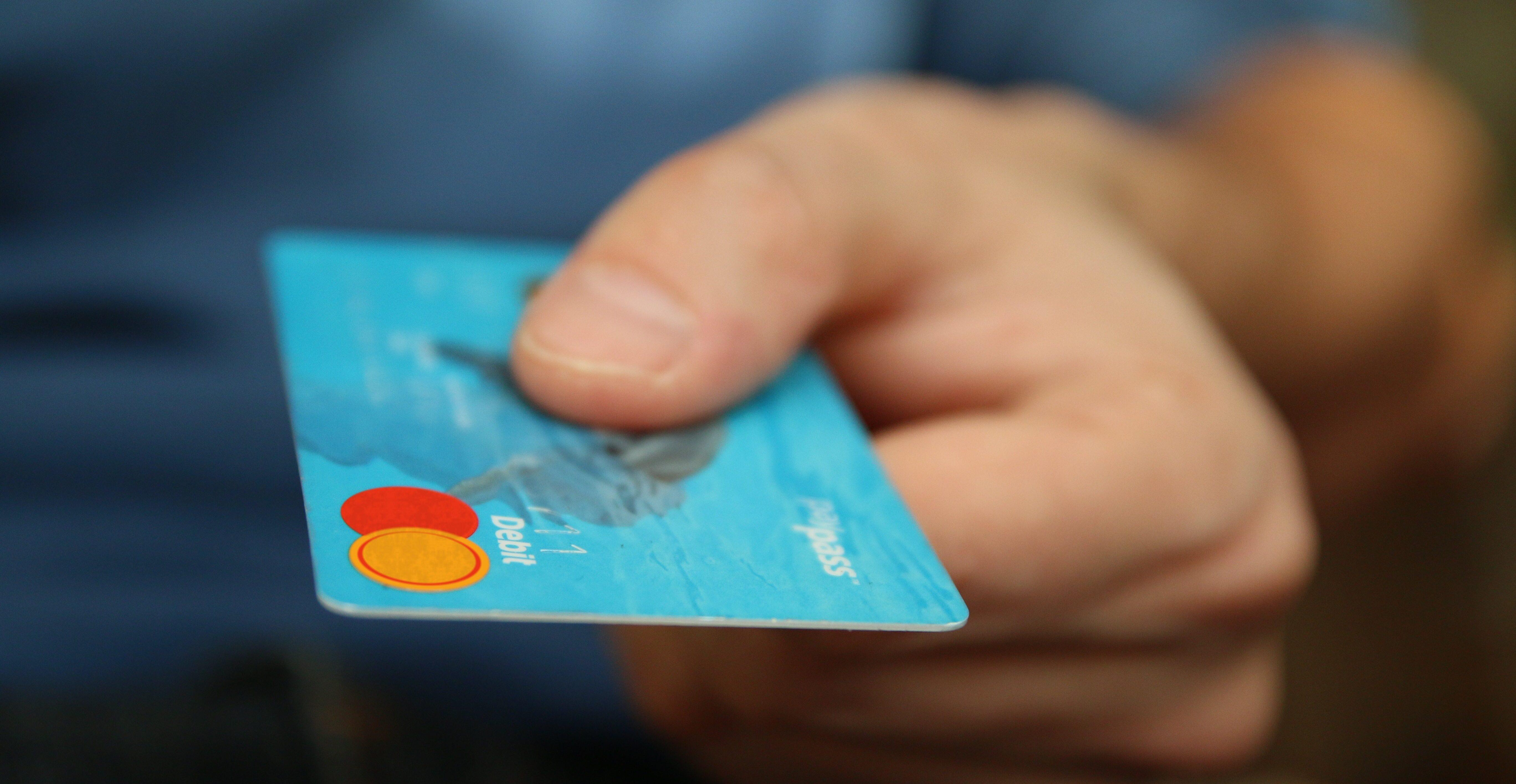 Blåt debit kredit kort
