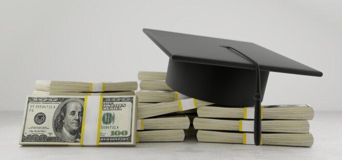 Penge og studenterhue
